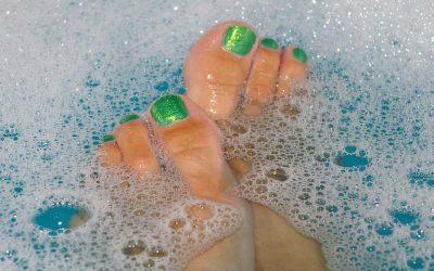 Como cuidar dos pés ressecados
